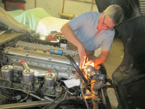 Adjusting an E-type upper timing chain