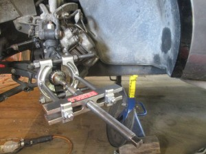 wheel bearing puller in place